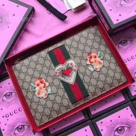 Gucci Embroidered GG Supreme Pouch Flower 431416